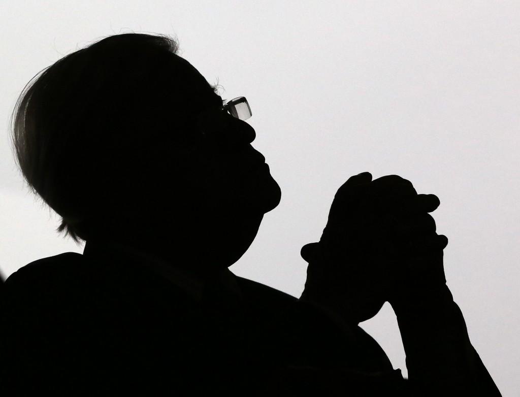 """1. Platz Porträts - Christian Charisius: """"Schattenspiel: Altbundeskanzler Helmut Schmidt (SPD) nimmt in Hamburg an einer Zeremonie zur Umbenennung des Botanischen Gartens im Loki-Schmidt-Garten teil.""""  © obs/dpa Deutsche Presse-Agentur GmbH"""