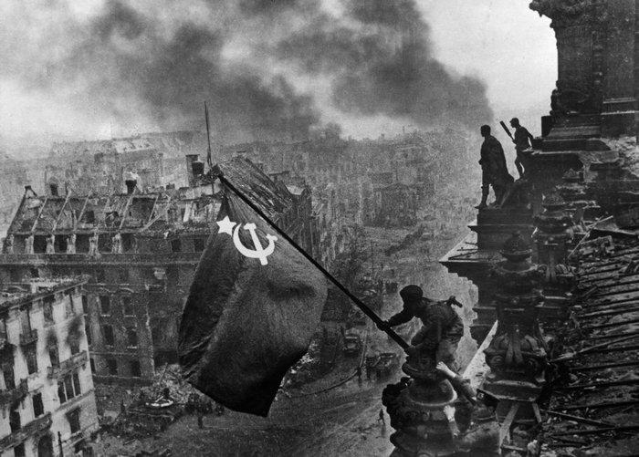 Berlim 1945 Reichstag segunda guerra bandeira soviétia século XX